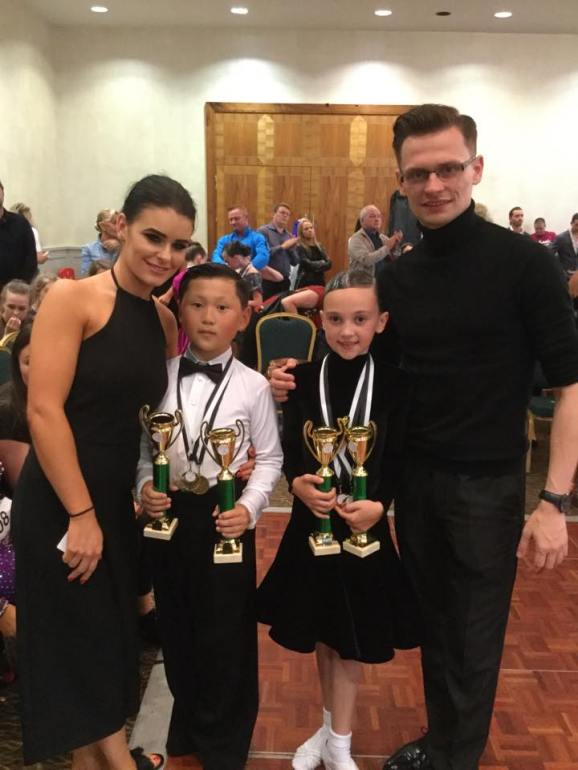 Wojtek and Karen with their winners Luke and Halle :)